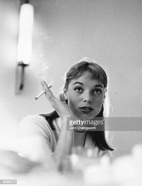 Italian leading lady Elsa Martinelli Original Publication Picture Post 8666 Elsa Decided British Is Best pub 1956