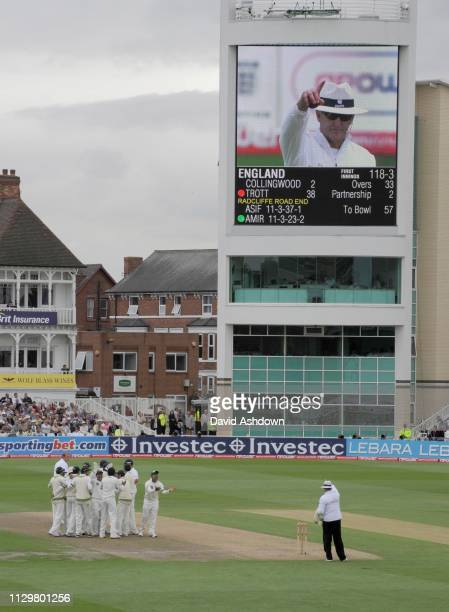 1st TEST AT TRENT BRIDGE 1st DAY 29/7/2010. TROTT OUT LBW AFTER REVIEW.