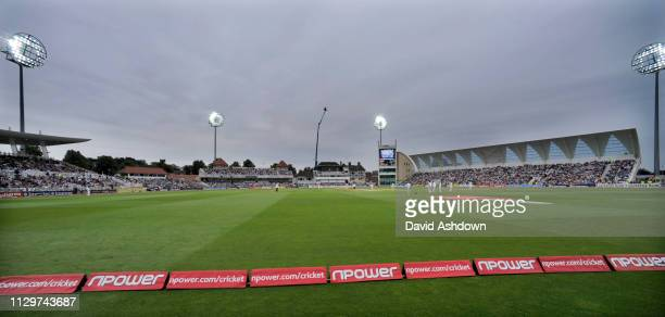 1st TEST AT TRENT BRIDGE 2 nd DAY 30/7/2010. FLOODLIGHTS COME ON AND THE PLAYERS GO OFF.