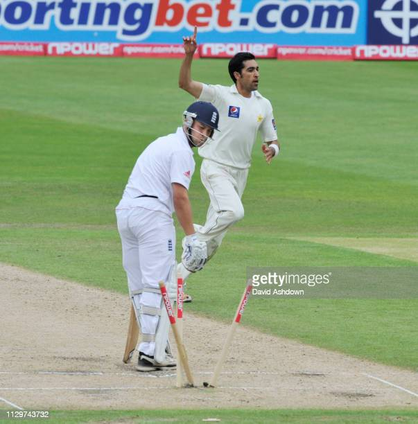 1st TEST AT TRENT BRIDGE 3rd DAY 31/7/2010. UMAR GUL TAKES THE WICKET OF GRAHAM TROTT.