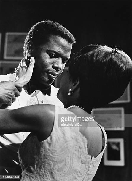 *Schauspieler USAmit Abbey Lincoln in dem Film 'Liebling' 1967