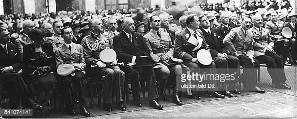 *20041889Politiker NSDAP D bei der Einweihung des Hauses derDeutschen Kunst an derPrinzregentenstrasse in München unter denGästen in der Ehrenhalle...