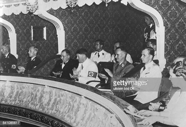*20041889Politiker NSDAP D bei einer Aufführung von Mozarts 'DieEntführung aus dem Serail' anlässl derSalzburger Festspiele danebenReichsleiter...