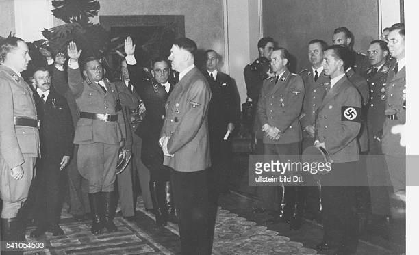 *20041889Politiker NSDAP D empfängt im Botschaftersaal der neuenReichskanzlei in Berlin eine Abordnungder deutschen Bauern anlässlich der'Einbringung...