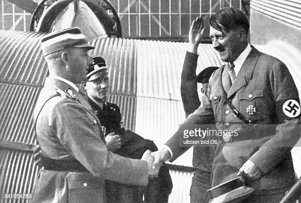 *20041889Politiker NSDAP D wird von SAStabschef Viktor Lutzeauf einem Flugplatz begrüsst vermutlich 1934