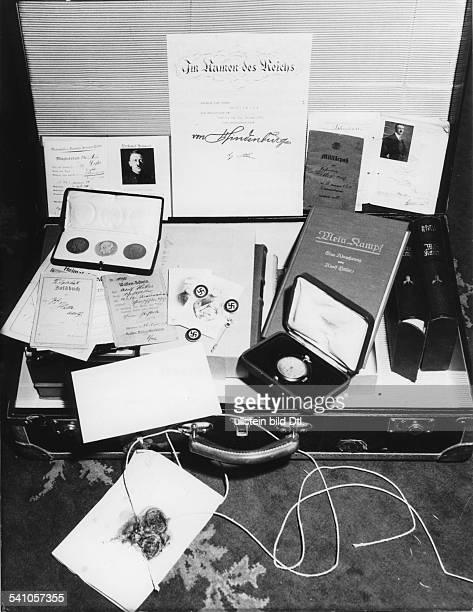 *20041889Politiker NSDAP DDer Koffer mit dem Nachlass Hitlersdarunter die von Hindenburg unterzeichneteErnennungsurkunde sichergestellt von...