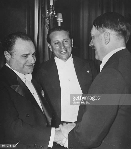 Politiker, NSDAP, DKünstlerempfang im Deutschen Opernhaus inBerlin - Charlottenburg nach einemGastspiel der Mailänder Scala mit 'LaBoheme' von...