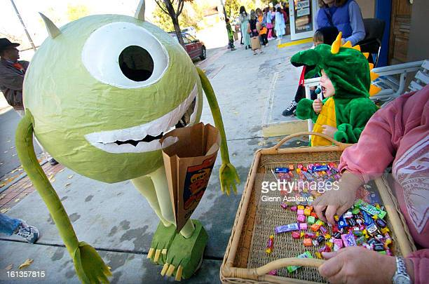 LOUISVILLE COLORADO OCTOBER 31 2005Warren <cq> Harris <cq> dressed as the oneeyed monster character named Mike Wazowski <cq> from the Disney animated...