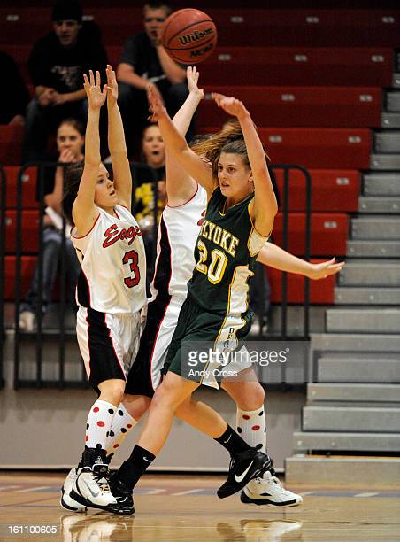PUEBLO COMARCH 11TH 2010Marci Vasa Holyoke right passes against the defense of Jessica Altman left and Kendra Hinton center during the 2A girls Great...