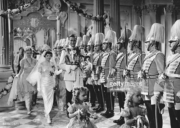 Schauspielerin, Dmit Curd Jürgens als Prinz in der Rolle der Prinzessin in dem Film 'Salonwagen E 417',Regie: Paul Verhoeven- 1939