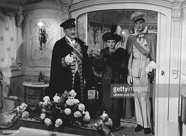 * Schauspielerin Dmit Curd Jürgens als Prinz in der Rolle der Prinzessin in dem Film 'Salonwagen E 417' Regie Paul Verhoeven 1939