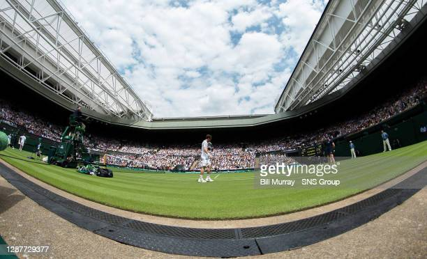 Andy MURRAY v David GOFFIN .LONDON - ENGLAND.Andy Murray takes a quick breather during changeover in his opening match on Centre Court