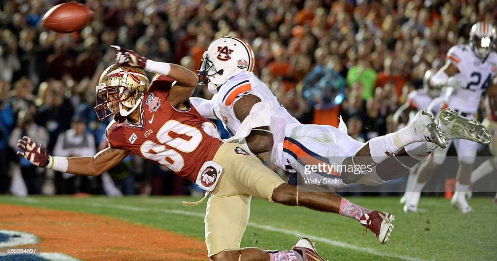 PASADENA, CALIFORNIA JANUARY 6, 2014-Auburn's Chris Davis is called for pass interference agsinst Fl : News Photo