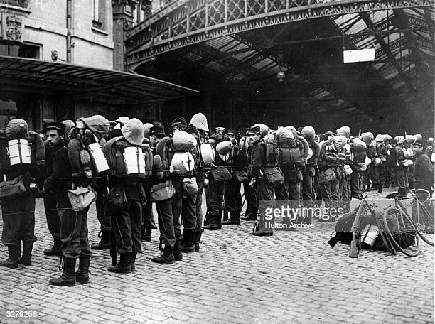 French recruits prepare to leave for the Front by troop train