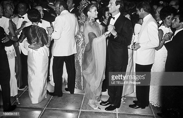 20Th Ball Of Monaco Red Cross 1968 En Principauté de Monaco le 18 aout 1968 lors du 20ème bal de la Croix Rouge Monégasque Grace KELLY et le...