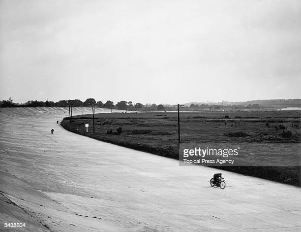 The General Handicap motorcycle race in progress at the British Motor Cycle Race Club meeting at Brooklands, with Morgan, Collier and Bennett visible.