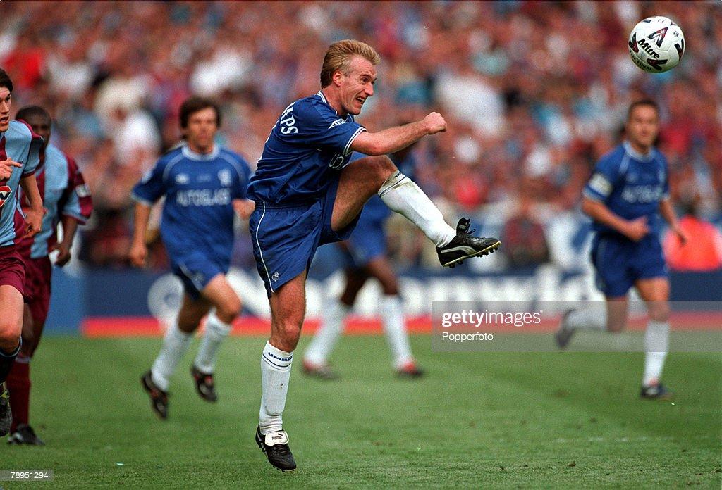 20th May 2000. Wembley, London. AXA FA Cup Final. Chelsea 1 v Aston Villa 0. Chelsea's Didier Deschamps clears the ball upfield. : News Photo