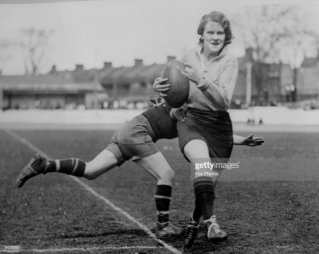 Rugby Tackle : Nachrichtenfoto
