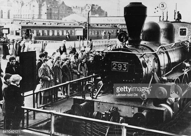 22041870 Politiker UdSSRLokomotive Nr 293 auf der WIL 1917als Heizer von Petrograd nach Jalkala und zurück fuhrFotografiert am Finnischen Bahnhof...