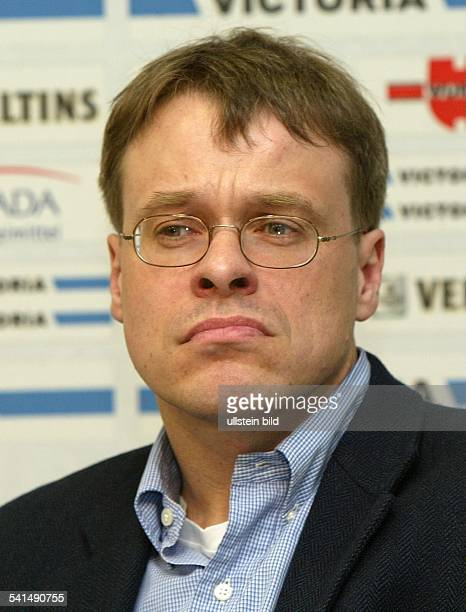 """Journalist, Manager, DGeschäftsführer des Fussballvereins """"FC Schalke 04""""Portrait"""
