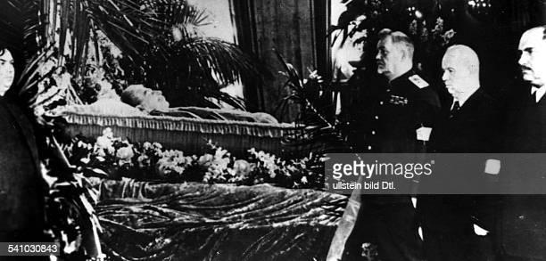 *21121879Politiker UdSSRTotenwache am Sarg Stalins vlMalenkow Bulganin ChruschtschowKaganowitsch 1953