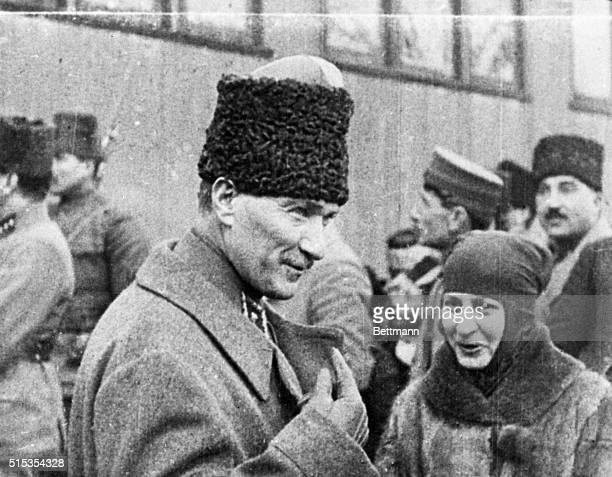 2/15/1923Turkey Phots show Hallide Hannum the 'Joan of Arc' of Turkey in earnest conversation with Mustapha Kemal Pasha leader of the Turkish forces...