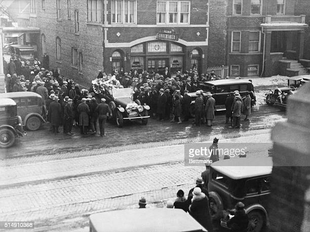 2/19/1929Chicago IllinoisThe body of one of the Gusenberg brothers leaving the undertaking chapel for the cemetery The Gusenberg brothers Frankie and...