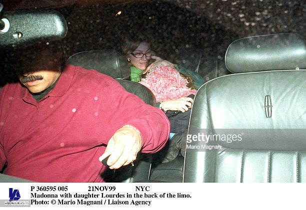 P 360595 005 21Nov99 Nyc Madonna With Daughter Lourdes In The Back Of The Limo