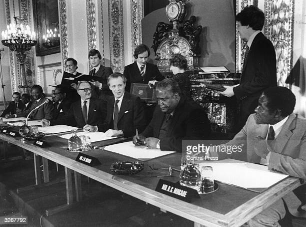 The leaders of the Patriotic Front Robert Mugabe and Joshua Nkomo Lord Carrington the British Foreign Secretary Sir Ian Gilmore and Bishop Abel...