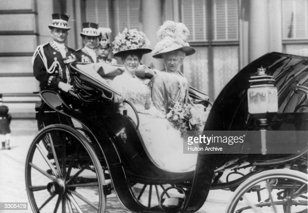 The German empress Augusta and Queen Mary queenconsort of George V at the Lehrter Bahnhof at Berlin The Queen is in Berlin for the wedding of the...
