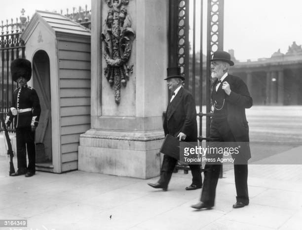 Irish nationalist politician John Dillon and John Edward Redmond leaving Buckingham Palace in London after the Home Rule for Ireland Conference