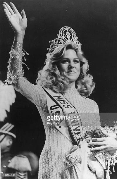 Miss USA Shawn Weatherly gives a victory wave after she was crowned 'Miss Universe 1980' at the Seoul Cultural Centre South Korea