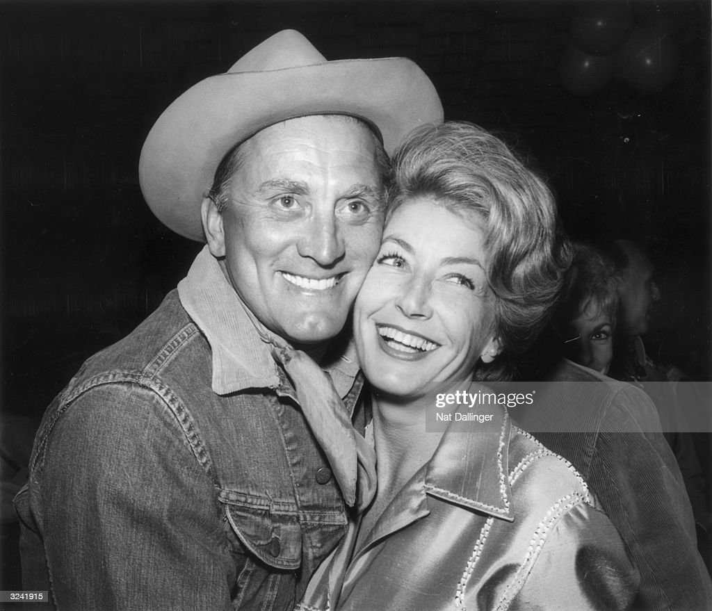 Kirk And Anne : News Photo