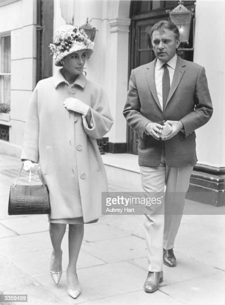 Film stars Elizabeth Taylor and Richard Burton walking down a London street