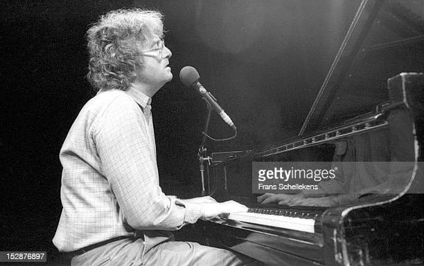 21st MAY: American singer and composer Randy Newman performs live on stage at the Carré in Amsterdam, Netherlands on 21st May 1987.