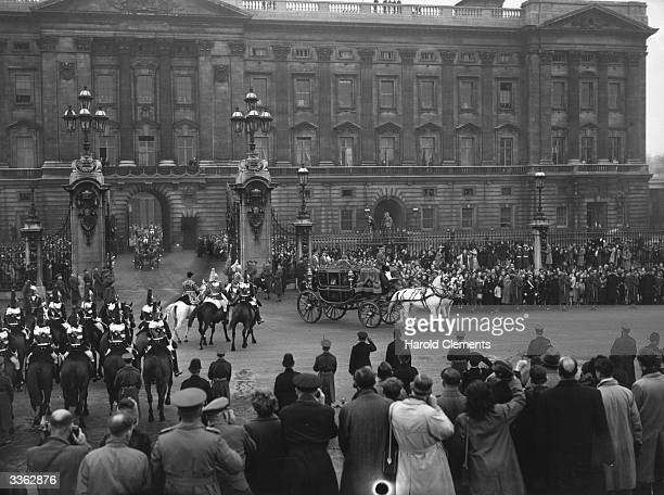 Princess Elizabeth and Prince Philip leaving Buckingham Palace for Westminster Abbey on their wedding day