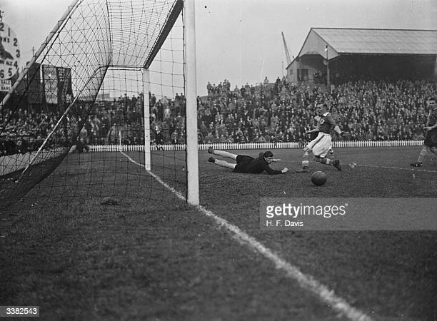 Norwich City goalkeeper Hall makes an outstanding save to send the ball running harmlessly wide as Millwall play Norwich city at the Den on the first...
