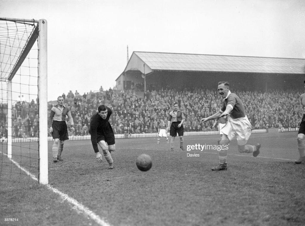 Wartime League : News Photo
