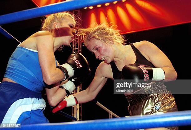 Sportlerin Boxen DWMKampf im Leichtgewicht der WIBF in Berlin verteidigt ihren Titel gegen Viktoria Varga