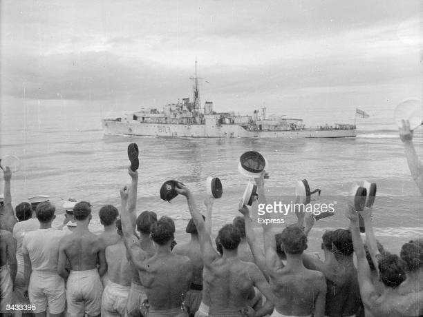Crew of HMS Jamaica cheering the HMS Amethyst