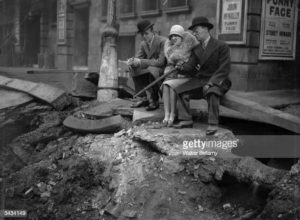 Comedian and actor Leslie Henson with Hollywood dancer singer and film actor Fred Astaire and his sister Adele Astaire after an explosion at the...