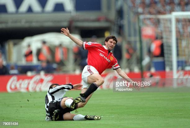 22nd MAY 1999 FA Cup Final Wembley Manchester United 2 v Newcastle United 0 Manchester United's Roy Keane is tackled by Newcastle's Gary Speed and is...