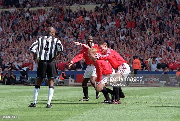 22nd MAY 1999 FA Cup Final Wembley Manchester United 2 v Newcastle United 0 Man Utd's Paul Scholes celebrates his goal with teammates Teddy...
