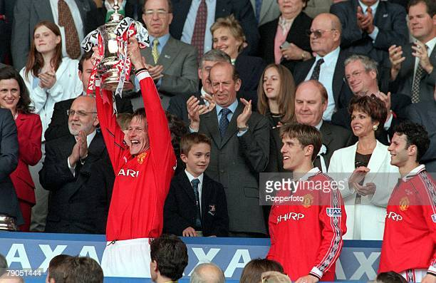 22nd MAY 1999 FA Cup Final Wembley Manchester United 2 v Newcastle United 0 Manchester United's Teddy Sheringham scorer of the 1st goal lifts the FA...