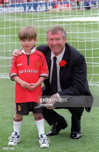 22nd MAY 1999 FA Cup Final Wembley Manchester United 2 v Newcastle United 0 Relaxed Manchester United Manager Alex Ferguson with his grandson Jake...
