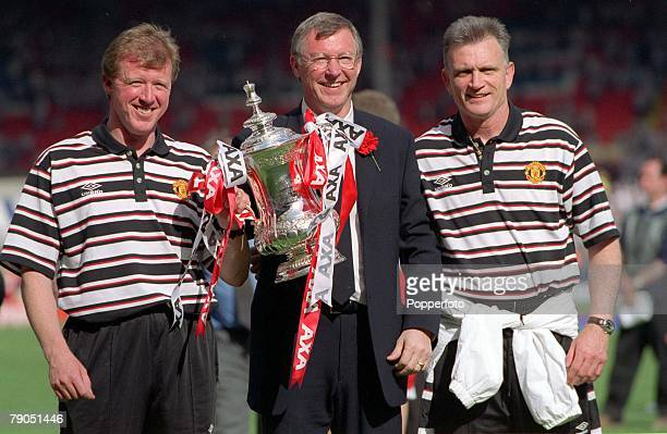 22nd MAY 1999 FA Cup Final Wembley Manchester United 2 v Newcastle United 0 Manchester United Manager Alex Ferguson with the trophy flanked by Jim...