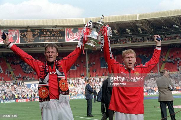 22nd MAY 1999 FA Cup Final Wembley Manchester United 2 v Newcastle United 0 Manchester United goalscorers Teddy Sheringham and Paul Scholes with the...