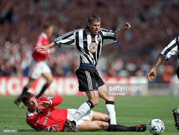 22nd MAY 1999 FA Cup Final Wembley Manchester United 2 v Newcastle United 0 Man Utd's Teddy Sheringham with Newcastle's Robert Lee