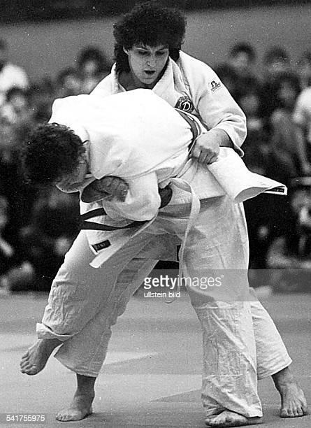 * Sportlerin Judo DDR DDRMeisterschaften der Judoka inPotsdam im Kampf gegen Carmen Godel