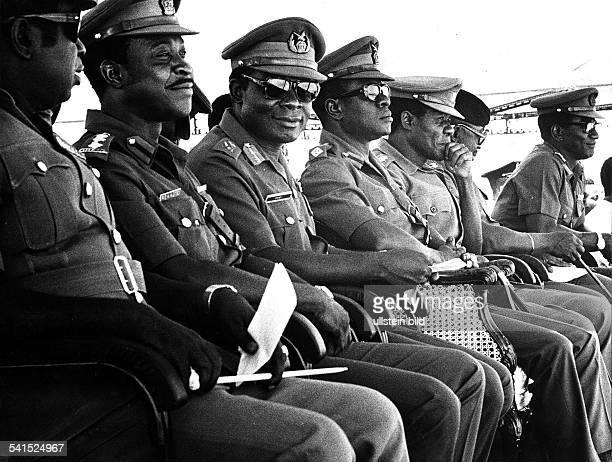 *Offizier GhanaGeneralstabschef Staatspräsident mit Offizieren ohne Jahr